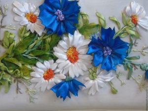 Вышивка атласными лентами: василек