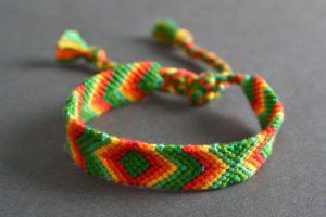 Как плести браслеты из ниток